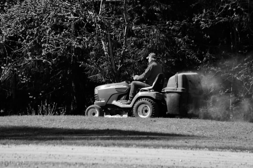 gressklipping i nabolaget